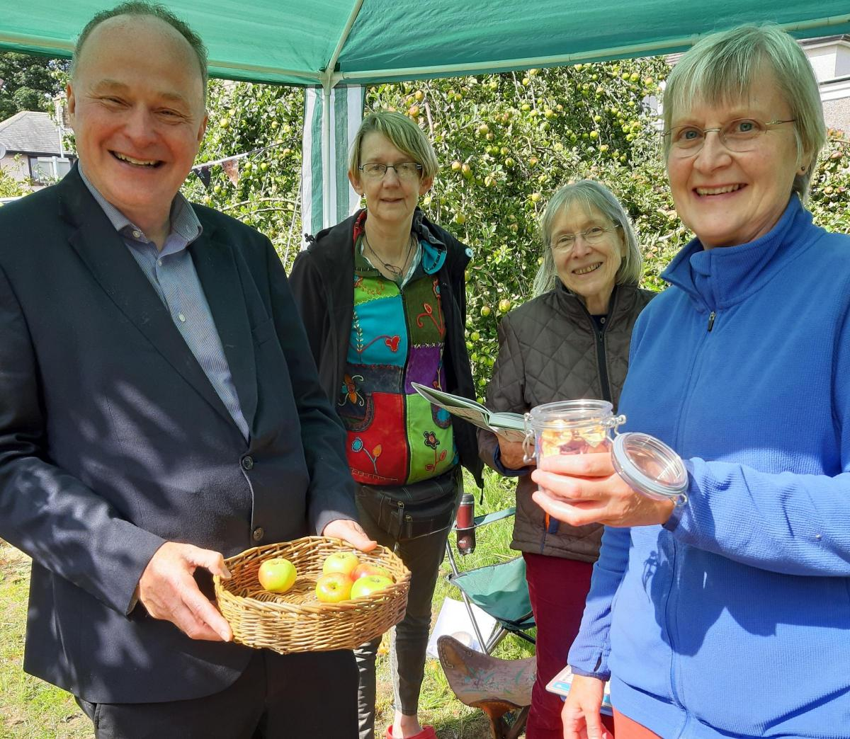 Ripe apples at Keighley's 'secret garden'   Keighley News
