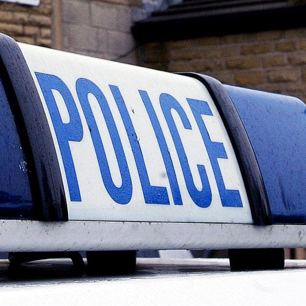 Keighley News: Police witness appeal to trace youths who tried to mug 11-year-old boy in Riddlesden