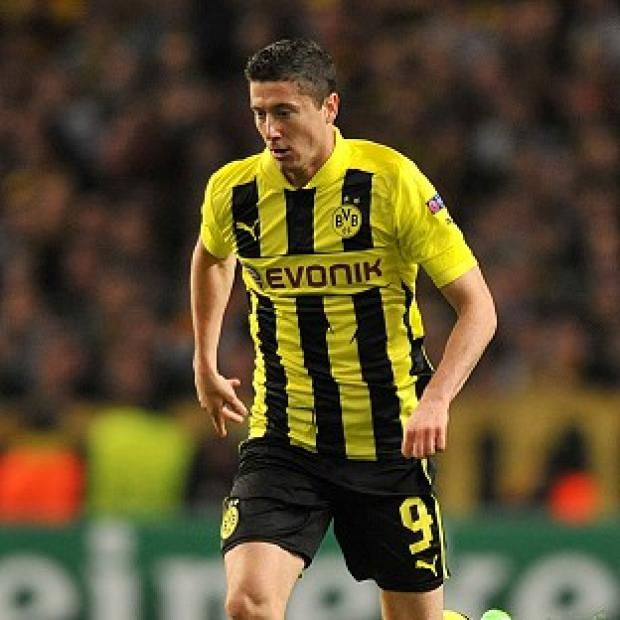 Keighley News: Robert Lewandowski fired Dortmund to the top of Group D