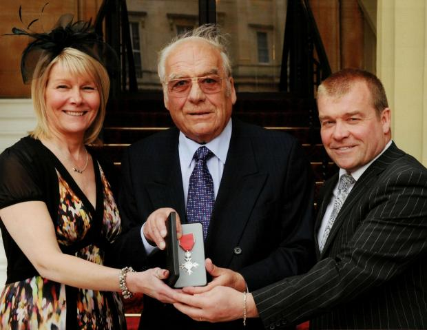 l Colin Appleyard, centre, pictured when he received his MBE, flanked by his daughter Judith and son Robin