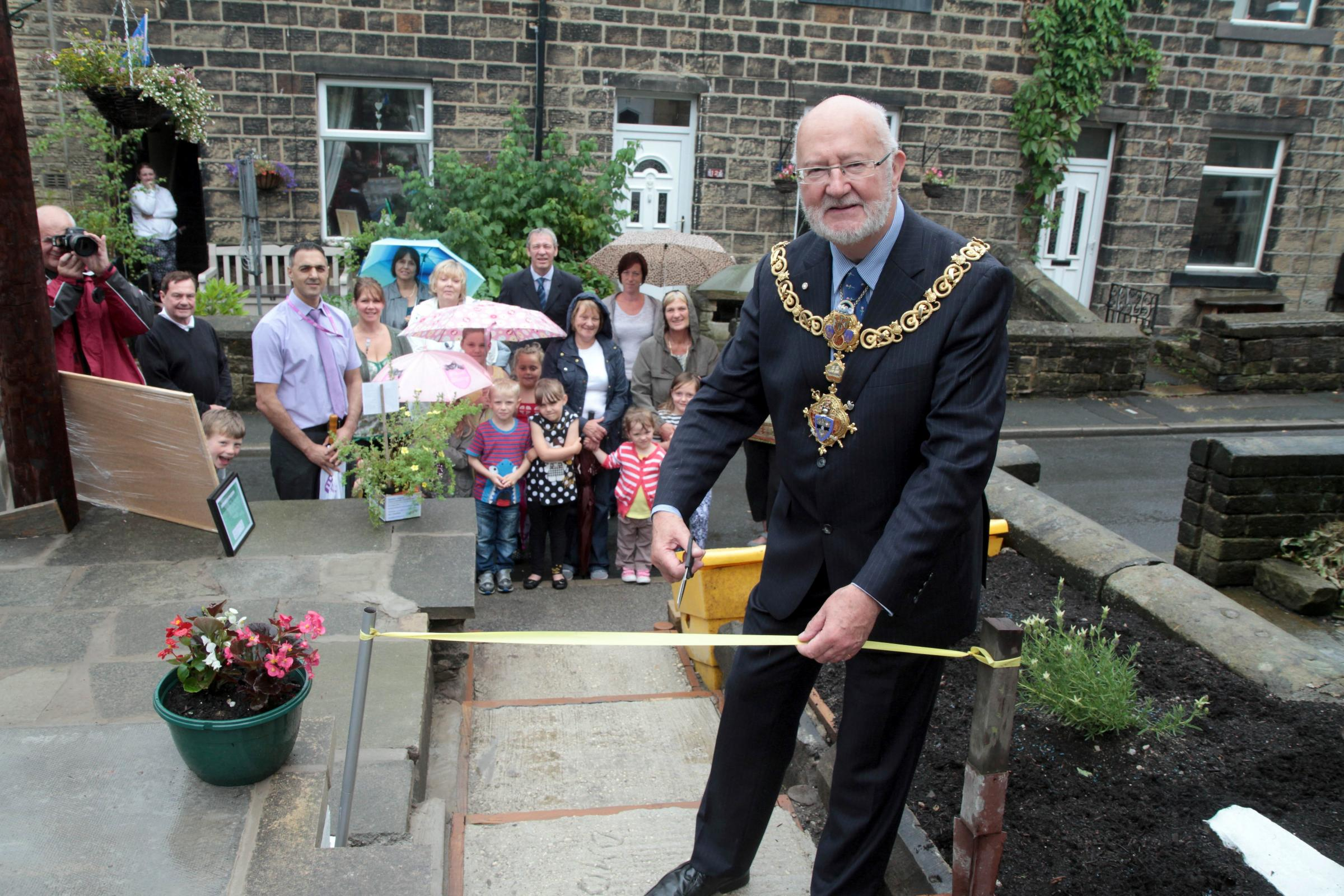 Thwaites Brow footpath reopened following clear-up