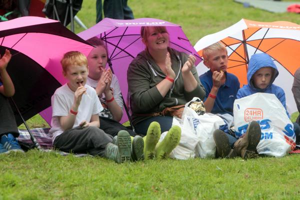 Crowds brave the rain at the Aire Do festival