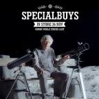 Keighley News: Aldi's man in the moon comparing telescope prices