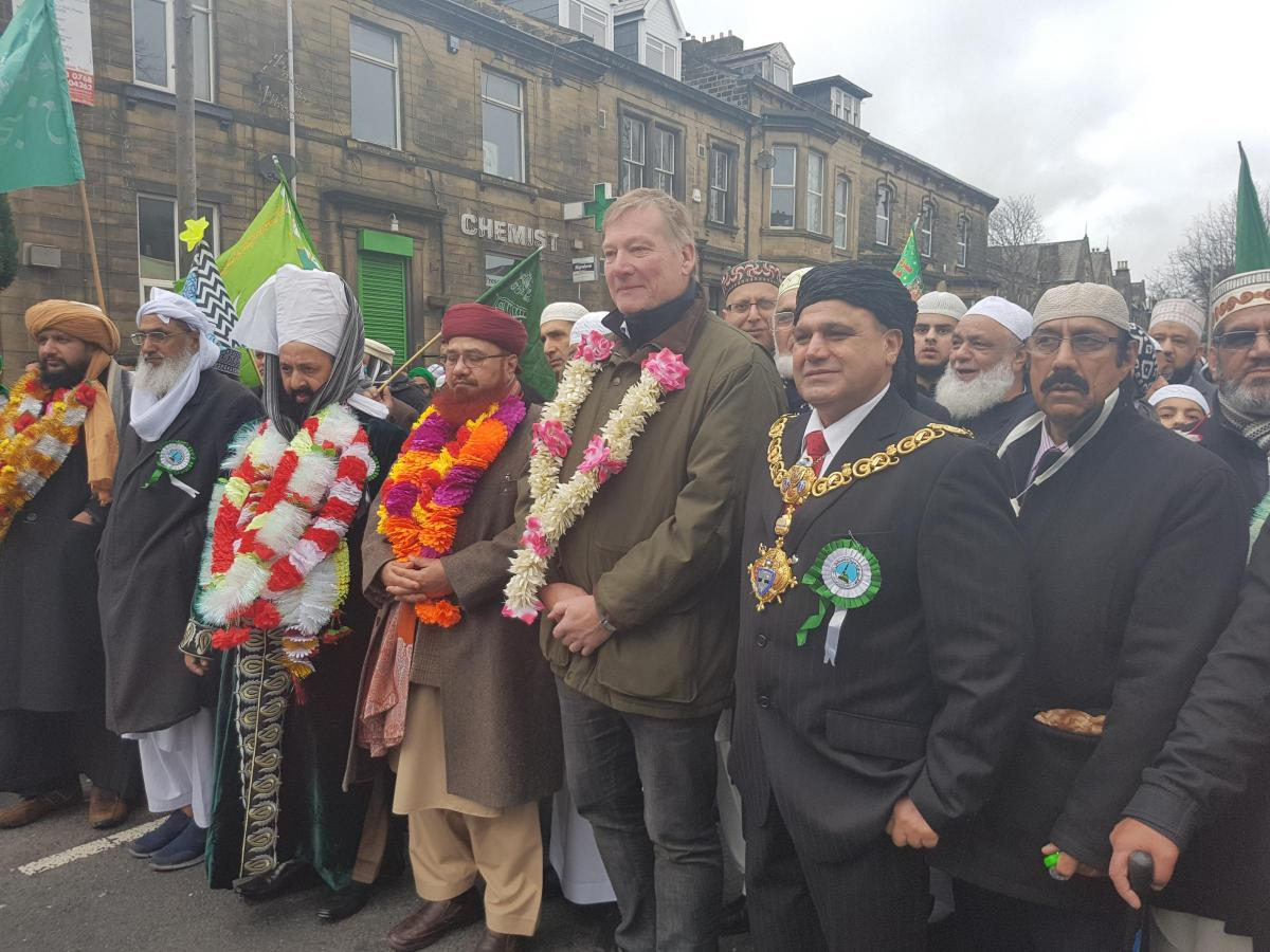 Hundreds of Keighley Muslims march to celebrate birthday of