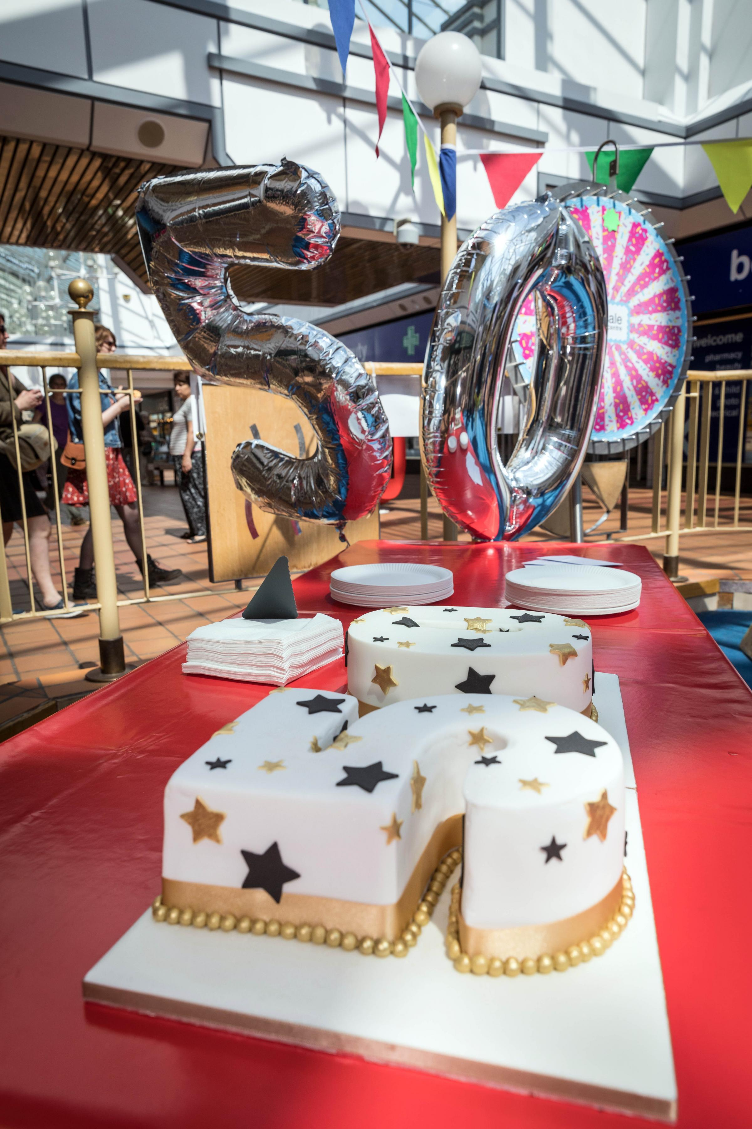 Airedale Shopping Centre celebrates its 50th birthday with a specially made cake